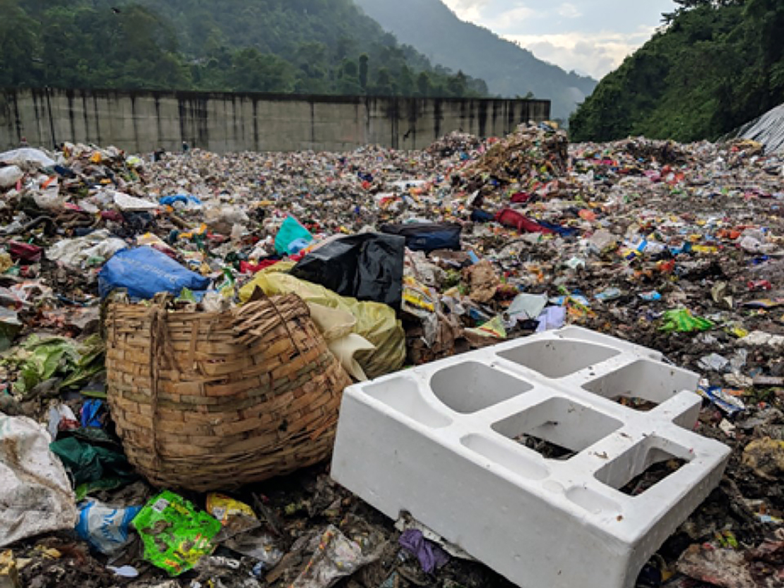Plastic crisis in the mountains 01